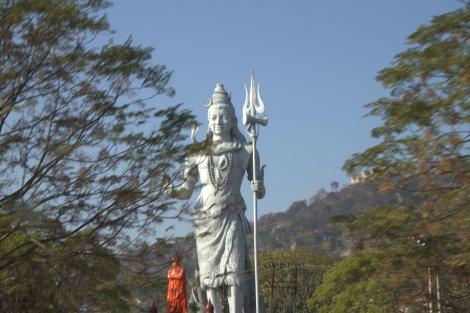 Ma-hu-sive statue of Shiva.