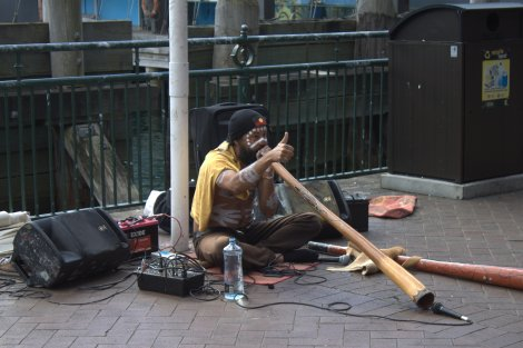 Digderidoo artist at the Quays.